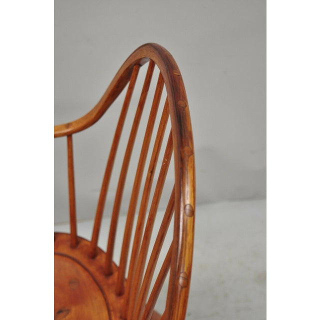 Brown Antique d.r. Dimes Wooden Windsor Bow Back Continuous Arm Dining Chair (B) For Sale - Image 8 of 13
