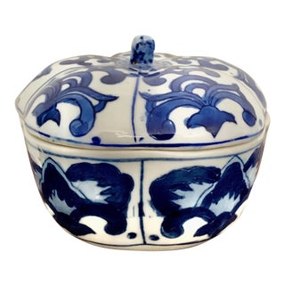 Blue and White Chinoiserie Ceramic Box For Sale
