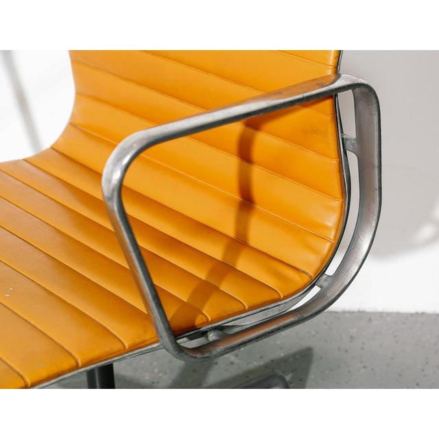 Herman Miller Vintage Eames Aluminum Group Chair in Orange For Sale - Image 4 of 11