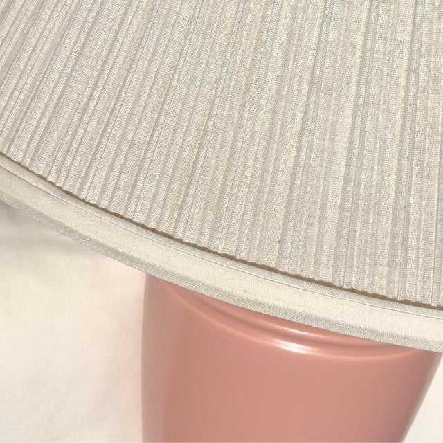 1930s 1930s Pink Art Deco Ceramic Table Lamps With Pleated Cream Shade a Pair For Sale - Image 5 of 7