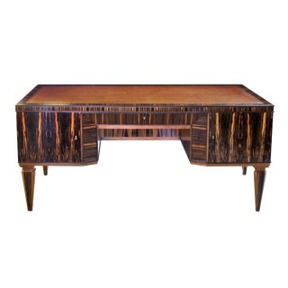 A Handsome and Boldly-Scaled French Art Deco Macassar-Veneered Pedestal Desk For Sale