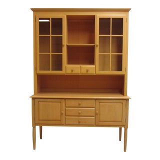 1990s Ethan Allen American Dimensions China Cabinet For Sale