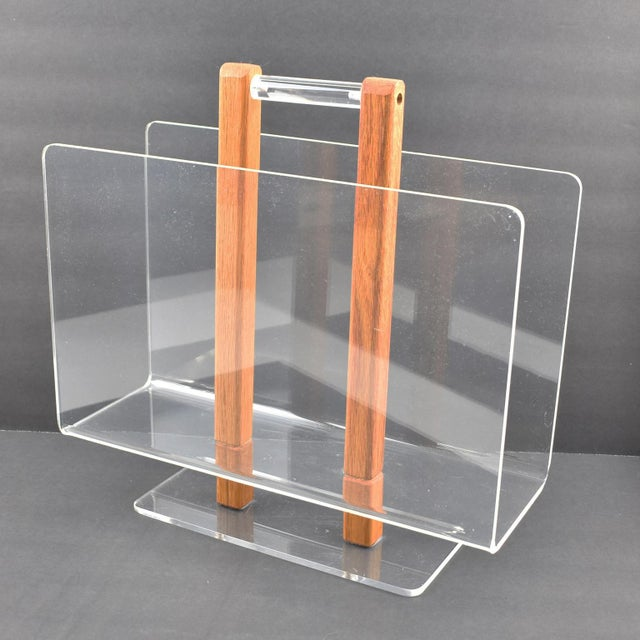 Grosfeld House 1970s Lucite and Oak Wood Magazine Rack Stand For Sale In Atlanta - Image 6 of 7