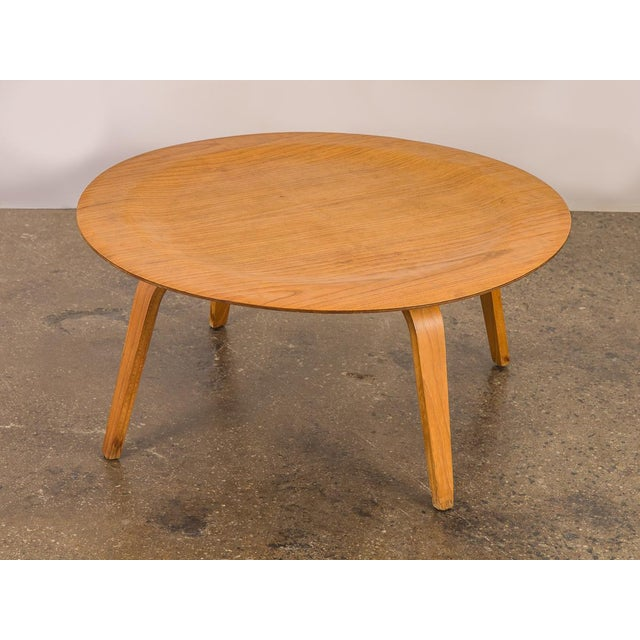 Vintage Eames Molded CTW Coffee Table designed in 1946. Our vintage example is from the 1960s, and is in good condition...
