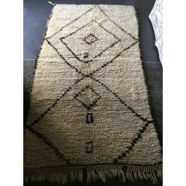 """Beni Ouarain Moroccan Wool Rug - 4'7"""" x 9' - Image 2 of 4"""