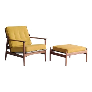 Ib Kofod-Larsen Danish Midcentury Reclining Lounge Chair in Walnut for Selig For Sale