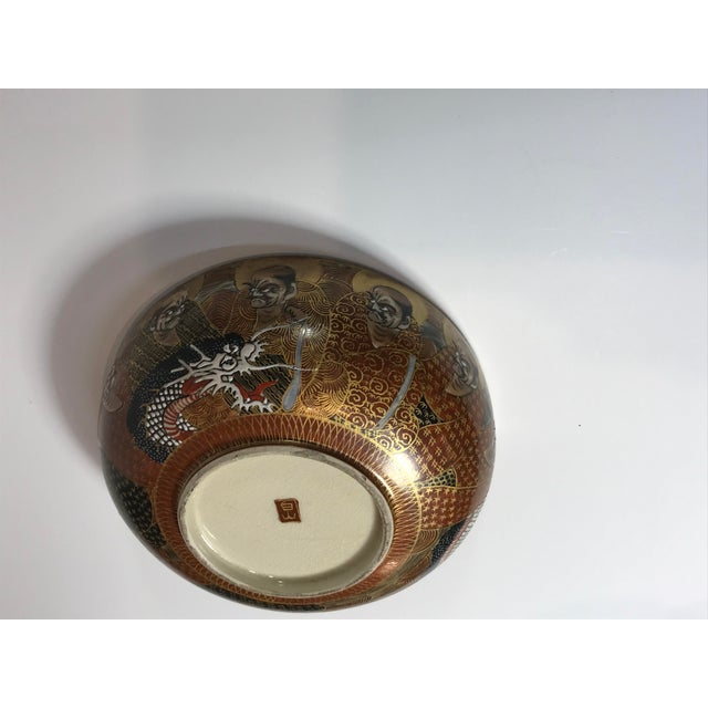 Satsuma 1940s Antique Japanese Satsuma Hand Painted 2 Sided Golden Porcelain Bowl For Sale - Image 4 of 13