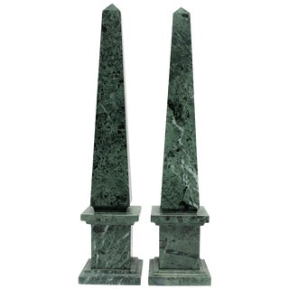 Pair of Modern Italian Green and White Marble Obelisks For Sale
