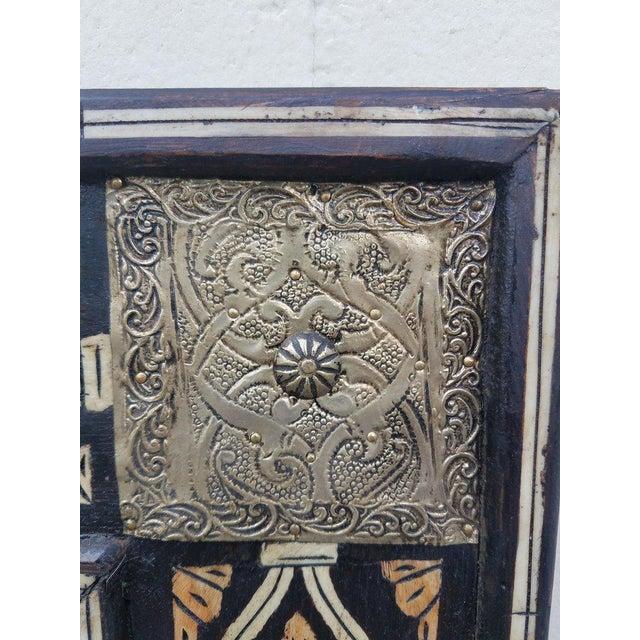 Islamic Moroccan Mamoun Bone Mirror - Marrakech For Sale - Image 3 of 6