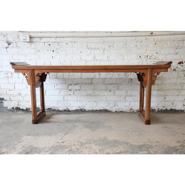 English Traditional Beautiful Burled Altar Table by Baker For Sale - Image 3 of 11