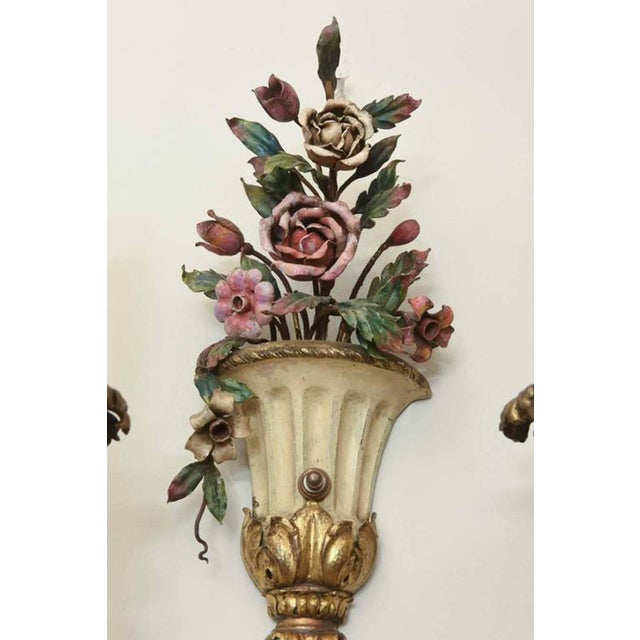 Italian Pair of Finely-Made Floral Urn Form Wall Sconces, Early 20th Century For Sale - Image 3 of 8
