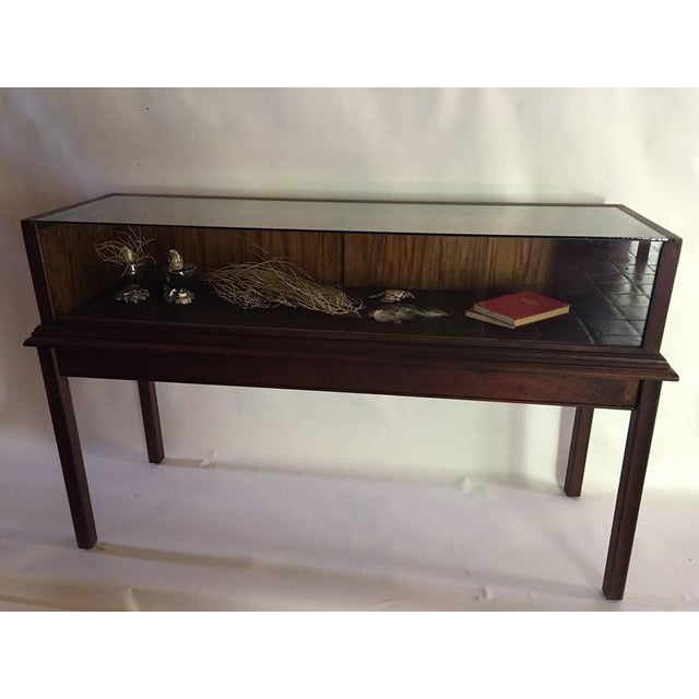 1990s Custom Mahogany Display Case or Vitrine for Collections or Artifacts For Sale - Image 5 of 8
