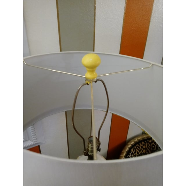 Vintage Faux Bamboo Palm Beach Regency Yellow and White Ginger Jar Pleated Trimmed Shade Table Lamp For Sale - Image 9 of 10