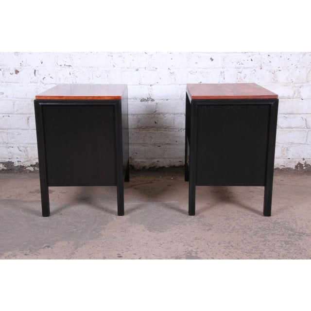 John Stuart for Mount Airy Mid-Century Modern Rosewood and Ebonized Wood Nightstands, Pair For Sale - Image 10 of 13