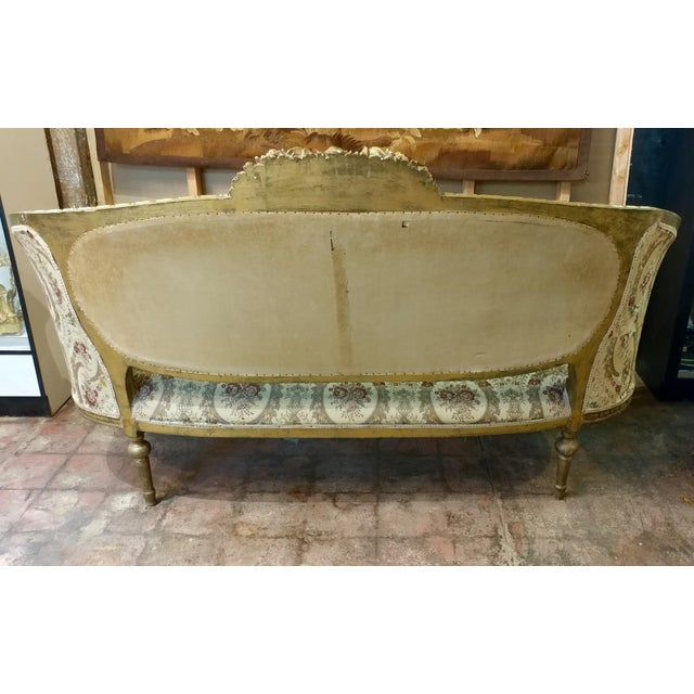 French 19th Century Beautiful Louis XV Carved Gilt & Tapestry Canopy Sofa For Sale - Image 3 of 10