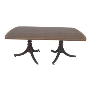 1960s Henredon Traditional Mahogany Banded Dining Table For Sale