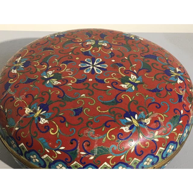 Large Chinese Qing Dynasty Red Cloisonné Round Box - Image 6 of 10