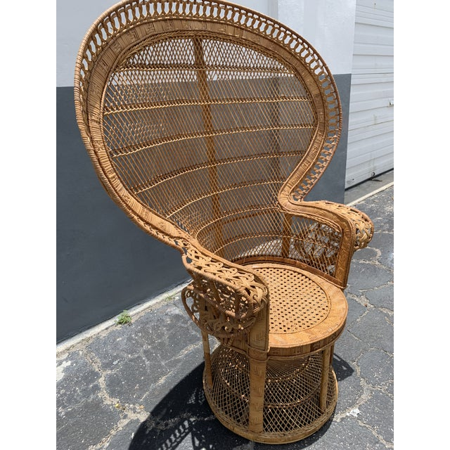 Vintage iconic wicker Peacock or Emmanuelle wicker chair from the 1970s. Hollywood Regency, Jungalow Vibe or Boho Chic...