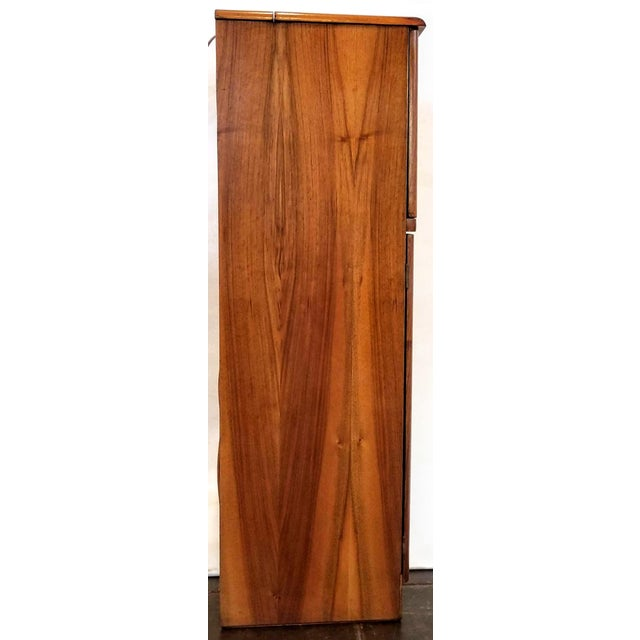 Chestnut Art Deco Light Up Cocktail Cabinet in English Walnut With Patterned Glass Interior For Sale - Image 8 of 10