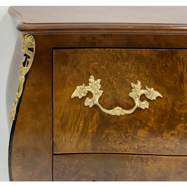 Late 20th Century Pair of Hekman Italian Serpentine Burl Chests For Sale - Image 5 of 9