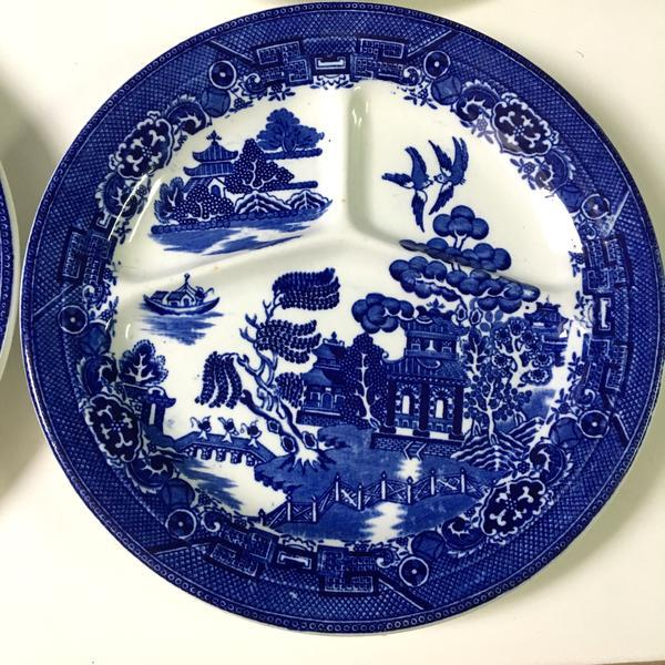 August Hashagen New York Blue Willow Grill Plates Made in England - Set of 6 For Sale - Image 4 of 9