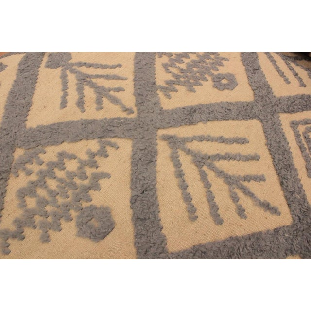 Art Deco Moroccan High-Low Pile Arya Tammera Ivory/Blue Wool Rug -8'1 X 10'9 For Sale - Image 3 of 8