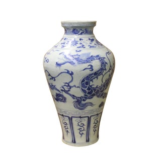 Chinese Blue White Porcelain Oriental Dragons Scenery Graphic Vase For Sale