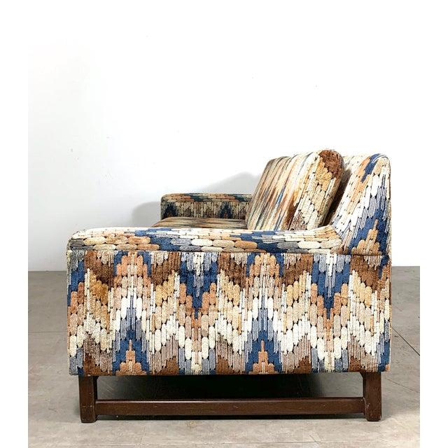 Harvey Probber 1960s Vintage Zig Zag Velvet Sofa in the Style of Harvey Probber For Sale - Image 4 of 11