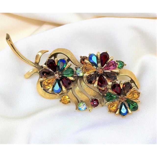 Mid-Century Modern 1960s Coro Jewel-Tone Faceted Stone Brooch For Sale - Image 3 of 6