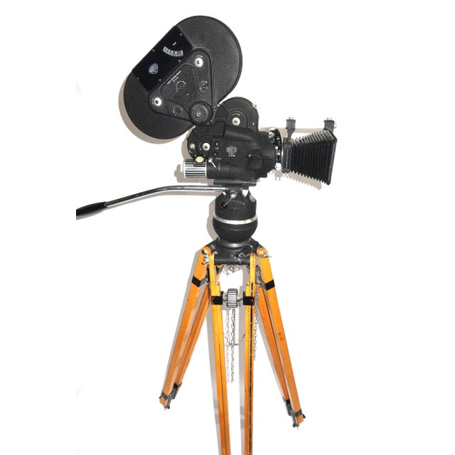 Arriflex Early 16mm Motion Picture Camera. Pristine Factory Correct Tripod. ON SALE For Sale - Image 4 of 11