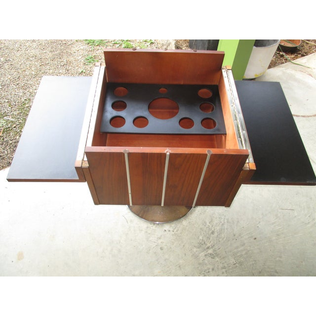 Danish Modern 1978 Vintage Lane Danish Modern Style Mid Century Walnut Pedestal Swivel Bar For Sale - Image 3 of 11