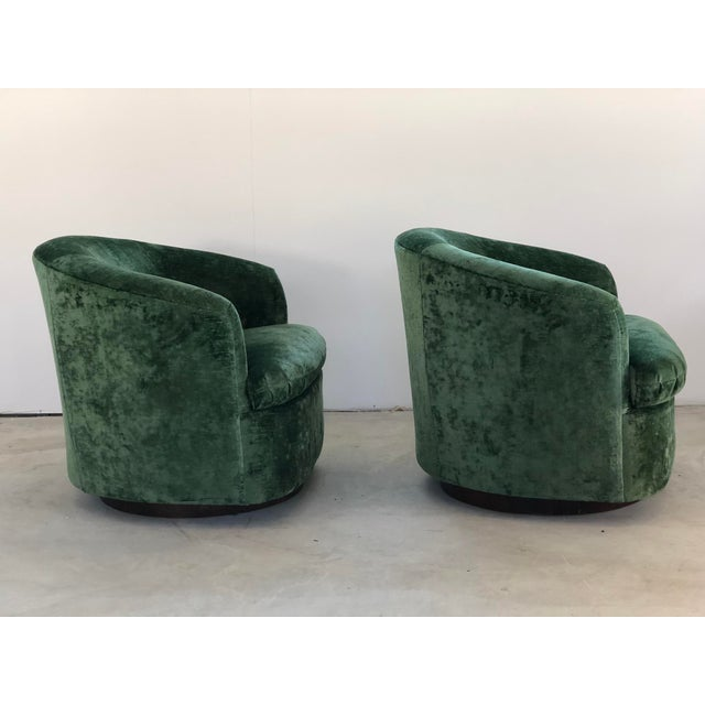Mid-Century Modern 1970s Vintage Milo Baughman Like Swivel Chairs- A Pair For Sale - Image 3 of 7