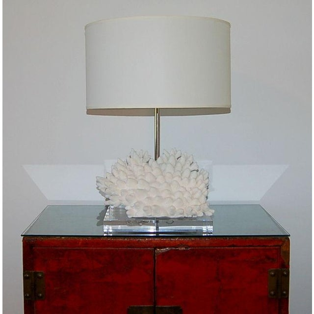 Contemporary Coral Finger Table Lamp White For Sale - Image 3 of 9