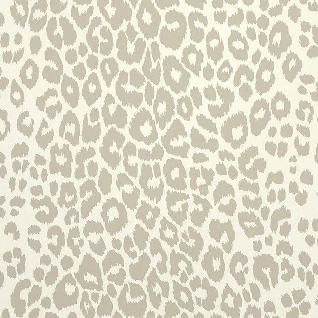 Contemporary Sample - Schumacher Iconic Leopard Pattern Animal Print Wallpaper in Linen Beige For Sale - Image 3 of 5