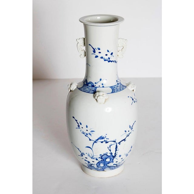 19th Century Chinese Blue and White Qing Period Vase With Foo Dog Heads For Sale - Image 4 of 13