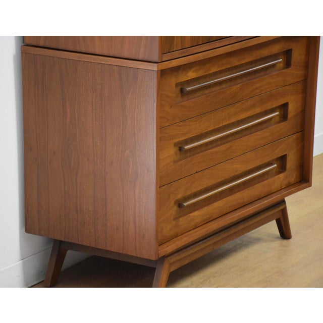 Mid-Century Modern Young Manufacturing Walnut Tall Dresser For Sale - Image 3 of 11