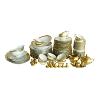 1920s Hutschenreuther Selb a.w. Steiner 22k Gold Encrusted Dinnerware Set - 94 Pieces For Sale
