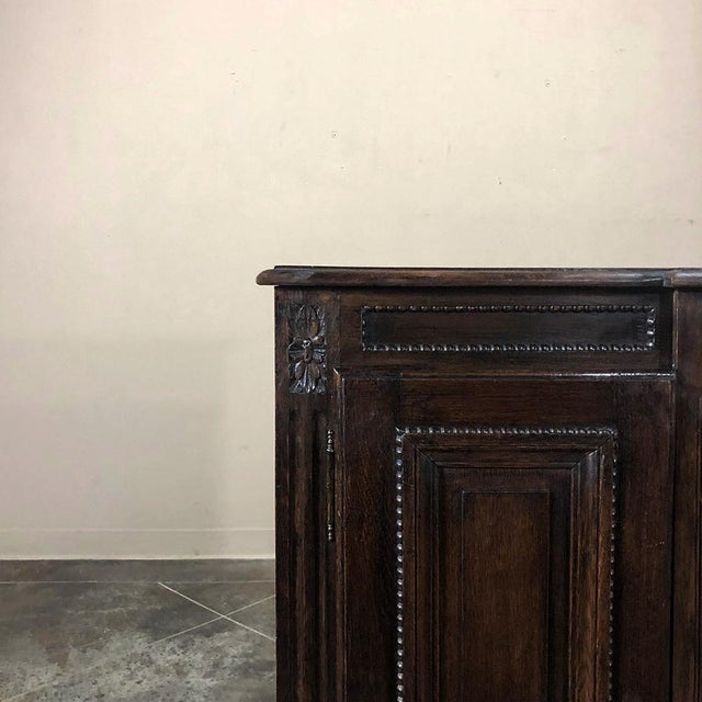 Early 19th Century Country French Louis XVI Oak Buffet For Sale In Dallas - Image 6 of 13