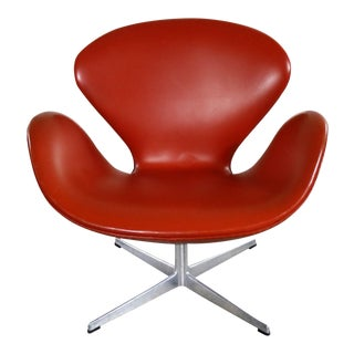 Vintage Mid-Century Modern Swan Chair by Arne Jacobsen for Fritz Hansen For Sale