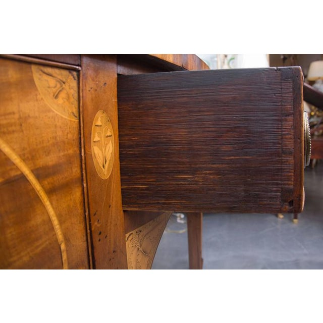 Metal 18th Century English George III Mahogany Inlaid Serpentine Sideboard For Sale - Image 7 of 9