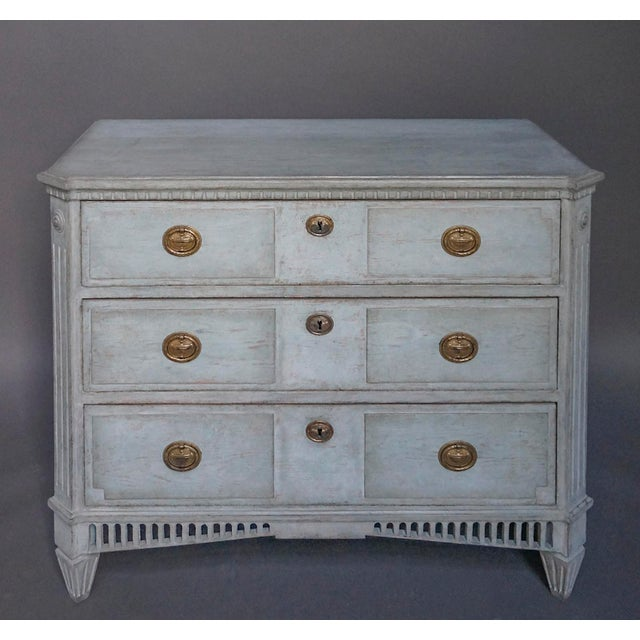 Period neoclassical chest of drawers, Sweden circa 1820, with shaped top and canted corners. The drawer fronts have raised...