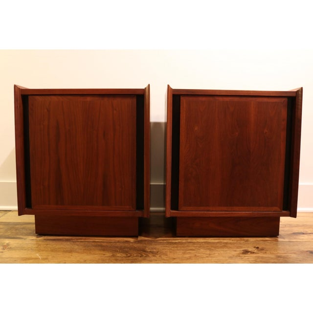 Mid-Century Modern 1960s Dillingham Nightstands - A Pair For Sale - Image 3 of 10
