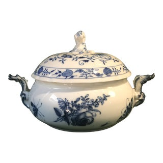 Early 20th Century Antique German Meissen Blue Onion Round Tureen With Lid Double Crossed Sword For Sale