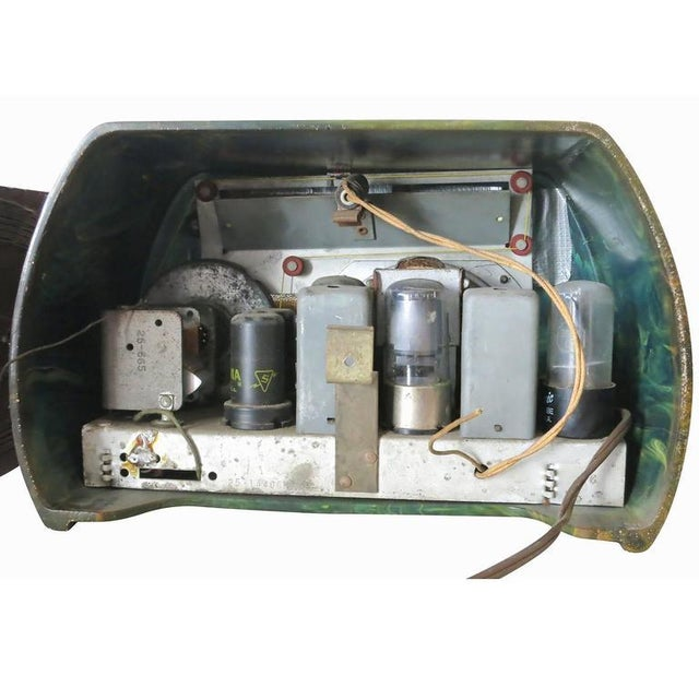 "Fada Model 659 ""Superheterodyne"" Marble Green and Caramel Catalin Tube Radio - Image 6 of 8"