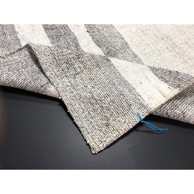 1960s Vintage Natural Wool Turkish Handwoven Anatolian Aztec Floor Rug- 5′4″ × 8′2″ For Sale - Image 4 of 11
