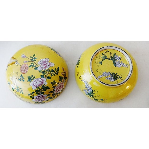 Famille Jaune Large Porcelain Box For Sale In New York - Image 6 of 6