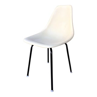 Vintage Mid-Century Modern Fiberglass Shell Side Chair For Sale
