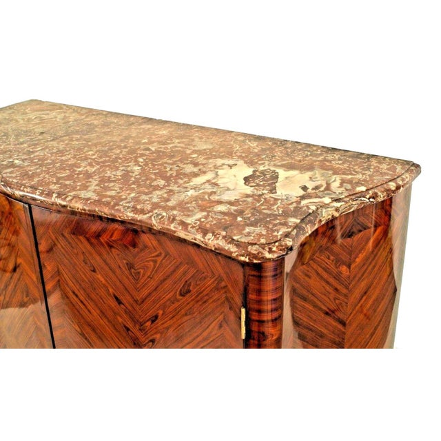 Louis XV Pair of French Louis XV Style Veneered Commodes For Sale - Image 3 of 5