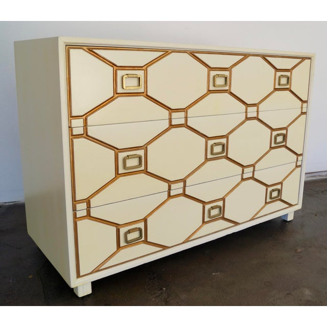 Antique White Mid-Century Hollywood Regency Dresser by Dorothy Draper for Henredon For Sale - Image 8 of 11