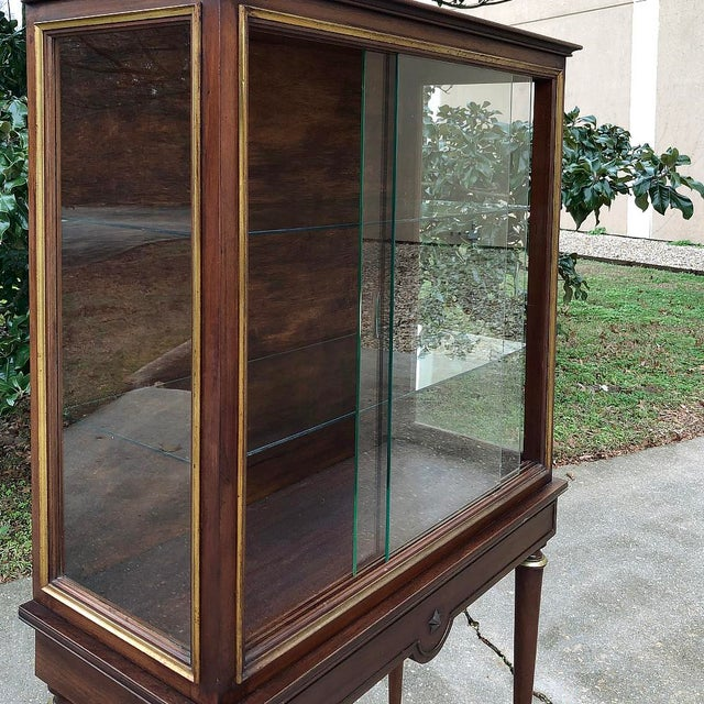 Early 20th Century 1900s Antique French Louis XVI Vitrine For Sale - Image 5 of 13